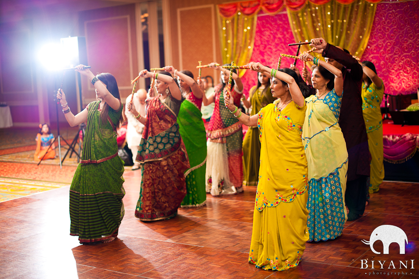 Mehndi And Haldi Ceremony : Traditional gujarati haldi pithi mehndi sangeet