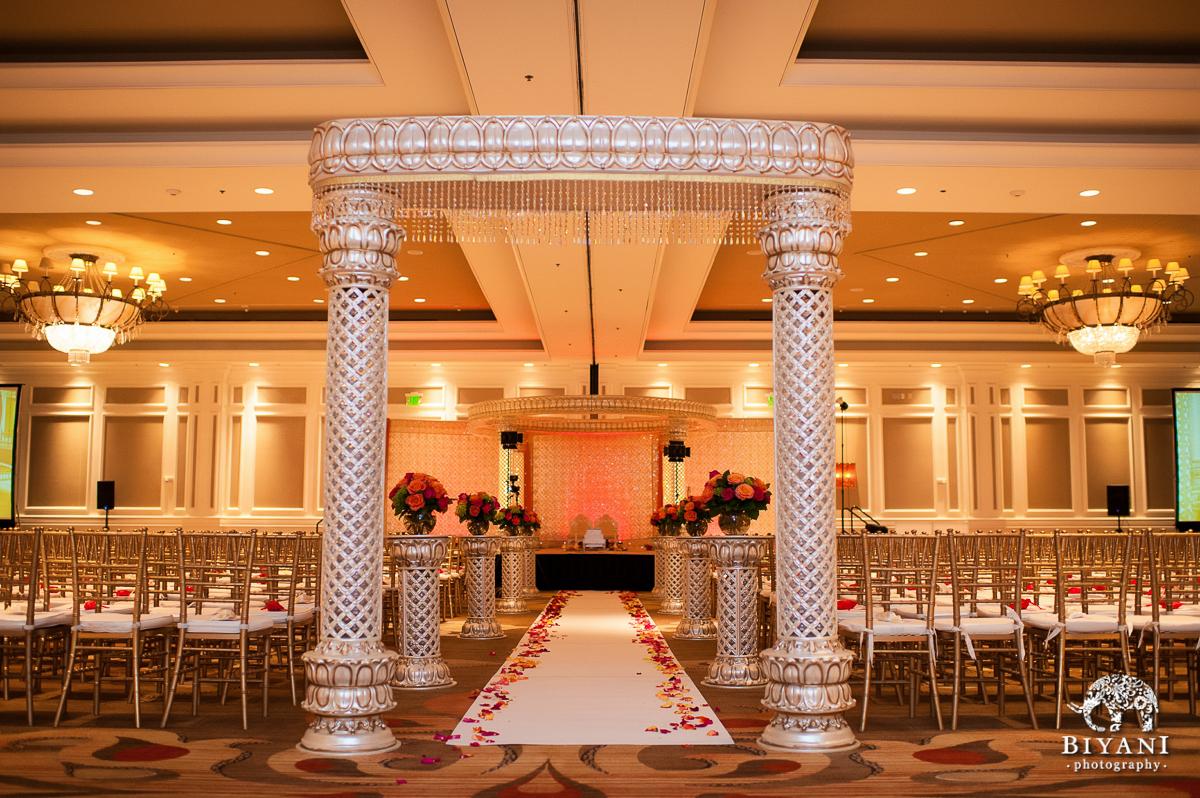 epic indian wedding sugarland marriott houston tx biyani wedding photography. Black Bedroom Furniture Sets. Home Design Ideas